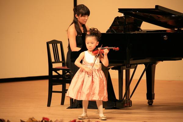2010年度 メヌエットヴァイオリン教室主催発表会 中区役所ホール