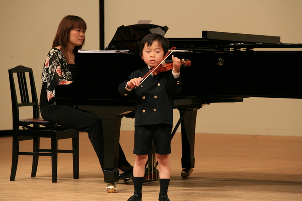 2009年度 メヌエットヴァイオリン教室主催発表会 中区役所ホール