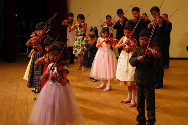 2013年度 メヌエットヴァイオリン教室主催発表会 中区役所ホール