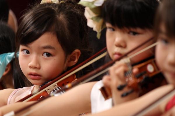 2012年度 メヌエットヴァイオリン教室主催発表会 中区役所ホール
